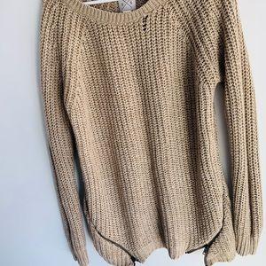 Light brown long sleeves knitted sweater. Medium.